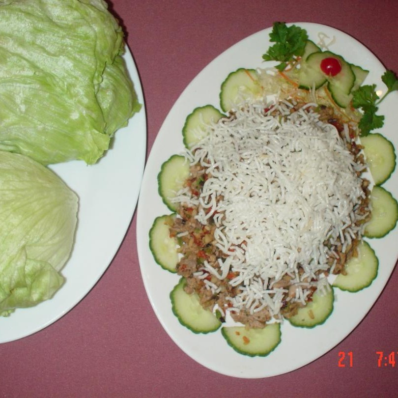 Rainbow Delight (Minced Chicken with 6 Lettuce Folds)